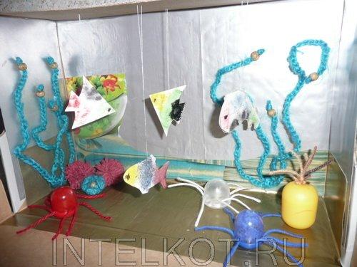 Делаем аквариум с рыбками из бумаги и