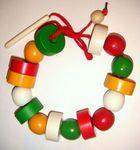 Цветные геометрические бусы. В комплекте деревянные шарики и шайбочки